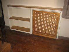 Cubreradiador y estantería fabricado con madera de pino y tableros de dm. Más detalles en el blog: http://www.mueblesdelagranja.es/blog/cubreradiador-y-estanteria/