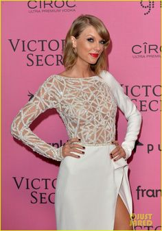 Taylor Swift Perfects the Sexy Leg Pose at Victoria's Secret Fashion Show After Party