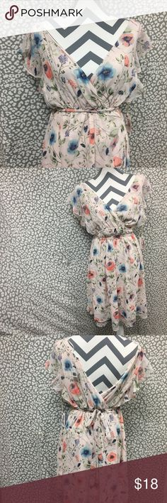 Jessica Simpson Maternity Dress- L Jessica Simpson Dress- L. Maternity. Great condition, small snag as pictured. So lovely and feminine! It would be so cute in a pregnancy photo shoot❤️ Jessica Simpson Dresses