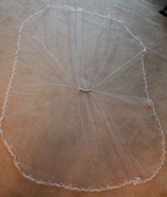Long veil tutorial from A Practical Wedding just in case Veil Diy, Diy Wedding Veil, Wedding Crafts, Our Wedding, Dream Wedding, Wedding Hair, Wedding Ideas, Wedding Garters, Camo Wedding