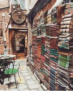 """5stationary: """"Bookshop in Venice, Italy - Libreria Acqua Alta Library """""""