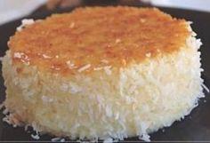 Fica deliciosa esta cocada de forno. Ela é bem simples de ser preparada e também bem prática, fica pronta em 35 minutos. Confira a receita!