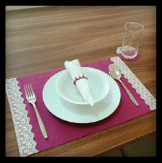Discover recipes, home ideas, style inspiration and other ideas to try. Craft Stick Crafts, Felt Crafts, Crafts To Sell, Diy And Crafts, Table Runner And Placemats, Burlap Table Runners, Sewing Projects, Projects To Try, Elegant Table Settings