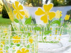 Culver LTD Yellow Flower Punch Bowl 12 Rocks Glasses by grannysgarage Yellow Daisy Flower, Punch Bowl Set, Picnic Time, Vintage Glassware, Vintage Home Decor, Etsy Vintage, Glasses, Projects, Bowls