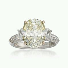 The most gorgeous engagement ring I've ever seen!!!!!!