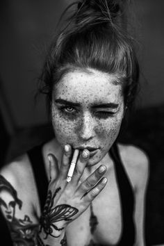Woman / Freckles / Black and White Photography Tattoo Photography, People Photography, Portrait Photography, Outdoor Photography, Artistic Photography, Creative Photography, Photography 2017, Photography Camera, Photography Ideas