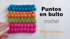 Puntos en bulto tejidos a crochet: puff, piña, popcorn y frejol. Puntos en bulto tejidos a crochet: puff, piña, popcorn y frejol. Puff Stitch Crochet, Diy Crochet, Crochet Crafts, Bobble Crochet, Crochet Braid, Beginner Crochet, Tunisian Crochet, Crochet Granny, Crochet Stitches Patterns
