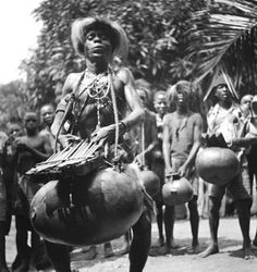 Africa | Chokwe group of musicians playing a sanza gourd.  Photo taken by Dr Emile Muller between 1923 and 1938 Old Pictures, Funny Pictures, Art Premier, Kalimba, African Artists, Mystique, Cultural, Gourd Art, African Culture