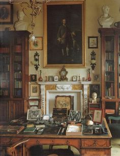 Lord Harrowbys Zimmer in der Sandon Hall - Einrichtung English Library, English House, Study Office, Home Office, Office Decor, Home Decor Ideas, Beautiful Library, English Country Style, Home Libraries