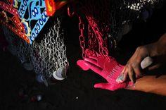 Sporcarsi le mani | http://d.repubblica.it/attualita/2013/05/17/foto/pakistan_camion_arte_in_movimento-1659221/1/?ref=HRESS-8#6