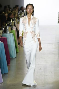 Badgley Mischka Spring 2019 Ready-to-Wear collection, runway looks, beauty, models, and reviews.