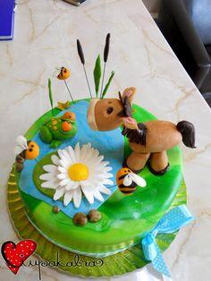 lake ckae.horse and frog toppers.ciupakabra cakes