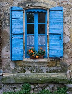 france flowers window | Provence Picture: Window with Flowers in November in Lauris, France