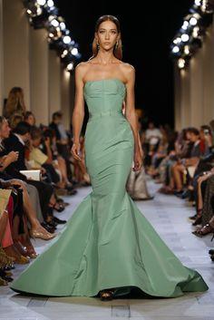 no words needed Runway Fashion, Fashion Show, Fashion Looks, Women's Fashion, Oscar Dresses, Prom Dresses, Bridesmaid Gowns, Club Dresses, Vogue