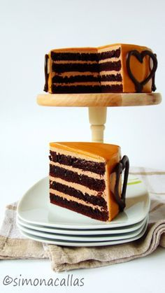 simonacallas: Chocolate Caramel Cake / cake with chocolate and caramel Chocolate Caramel Cake, Chocolate Frosting, Chocolate Flavors, Homemade Frosting Recipes, Homemade Cakes, Cake Recipes From Scratch, Best Cake Recipes, Cake Piping, Gateaux Cake