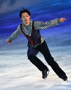 Daisuke Takahashi Photos Photos - Daisuke Takahashi performs during the Stars on Ice 2010 at Yoyogi National Gymnasium on April 9, 2010 in Tokyo, Japan. - Stars On Ice 2010