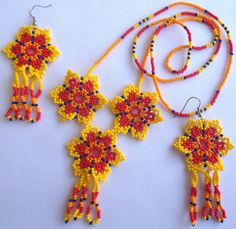 Mexican Huichol Beaded Flower Necklace and Earrings set por Aramara Beaded Earrings Patterns, Peyote Patterns, Seed Bead Earrings, Beading Patterns, Bead Loom Designs, Beaded Ornaments, Bead Jewellery, Loom Beading, Flower Necklace