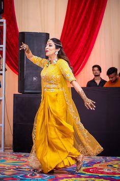 Sikh Bride, Punjabi Bride, Sikh Wedding, Bride Groom, Best Mehndi Designs, Wedding Story, Western Outfits, Bridal Lehenga, Bridal Portraits