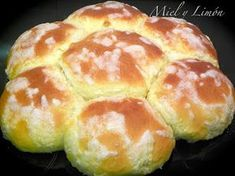 Pan Dulce, Donuts, Bread Maker Recipes, Sweet Dough, Bread Rolls, Hot Dog Buns, Muffin, Good Food, Food And Drink