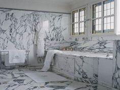 Superbe salle de bain toute en marbre!
