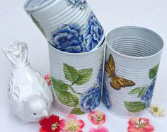 Pintada de latas, hortensias azules y decoupage mariposa, lata escritorio decoración conjunto, mano reciclado decoradas latas, regalo para ella, juego de 3.