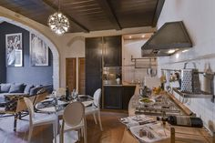 Essence: Ideal for anyone who wants to visit Florence without getting lost in the frantic tourist life that takes over the historical center. Just 15 minutes by foot from all the main monuments in Florence. #luxury #apartment #accommodation #florence #tuscany #italy #travel