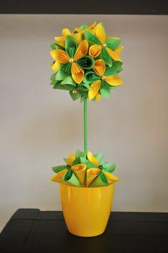 kusudama Paper Flowers Craft, Crepe Paper Flowers, Flower Crafts, Paper Crafts, Diy Crafts, Origami Flower Bouquet, Sunflower Birthday Parties, Nylon Flowers, Paper Flower Tutorial