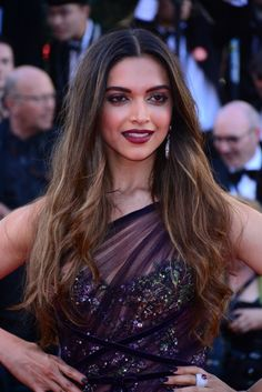 See latest pictures of Deepika Padukone from Cannes Film Festival 2017 - all the looks from day Cannes red carpet and all looks from Cannes 2017 day 2 Hottest Female Celebrities, Indian Celebrities, Bollywood Celebrities, Bollywood Fashion, Celebs, Bollywood Makeup, Beautiful Bollywood Actress, Beautiful Indian Actress, Dipika Padukone