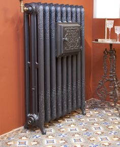 antique ornate cast iron radiator victorian american radiator rococo needs parts cast iron. Black Bedroom Furniture Sets. Home Design Ideas