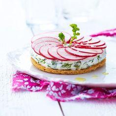 Tarte fine aux radis, sauce au fromage frais St Môret®