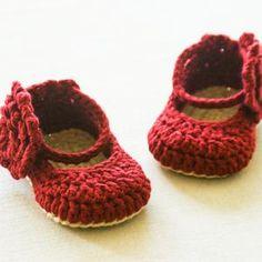 Baby Girl Kitty Shortall Dungaree Overall Romper Buttons | Etsy Crochet Sandals, Crochet Baby Shoes, Love Crochet, Crochet Flowers, Pattern Baby, Baby Patterns, Crochet Patterns, Doll Patterns, Flower Patterns