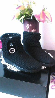 Botines para dama Crochet Boot Socks, Crochet Sandals, Crochet Slippers, Ugg Boots, Shoe Boots, Crochet Flip Flops, Crochet Stocking, Boot Cuffs, Crochet Shawl