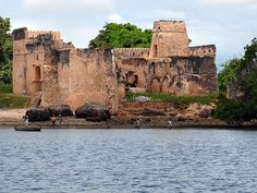 Ruins of the Kilwa Kingdom, located along the Swahili Coast in what is now Tanzania. Impressive fortifications were built to protect the city state in the century. Architecture Drawings, Ancient Architecture, Les Continents, Fortification, African History, Pilgrim, Tower Bridge, Tanzania, Tourism