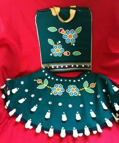 Cape and purse Powwow Beadwork, Powwow Regalia, Indian Beadwork, Native Beading Patterns, Beadwork Designs, Native American Regalia, Native American Beadwork, Beaded Cape, Jingle Dress