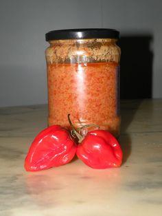 Ingrédients   200 gr de piments antillais (rond)  100 ml  dhuile de tournesol 100 ml dhuile dolive    Préparation :   1 - Mettre des gants ménagers pour se protéger du piquant  2 ...