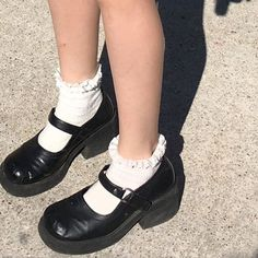 running through my heart Style Indie, Style Grunge, Soft Grunge, My Style, Dr Shoes, Sock Shoes, Me Too Shoes, Oxford Shoes, Aesthetic Shoes