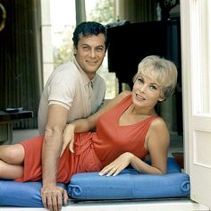 Tony Curtis and Janet Leigh photographed by Milton Greene, Golden Age Of Hollywood, Vintage Hollywood, Hollywood Glamour, Classic Hollywood, Tony Curtis, Jamie Lee Curtis, Milton Greene, Janet Leigh, Celebrities Then And Now