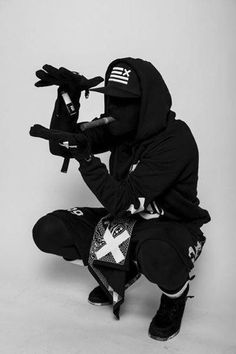 Urban Ninja Dope Chef Streetwear Swag Black Snapback Swag Clothing Line.their was a guy in my neighborhood who used to dress like this.and would post up on the block. Mode Cyberpunk, Cyberpunk Fashion, Dark Fashion, Urban Fashion, Mens Fashion, Winter Fashion, Sport Chic, Street Goth, Street Style
