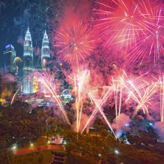 Kl New Year S Eve Fireworks In The Comforts Of Luxury Fireworks Places To See First Nations