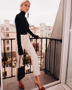 Fall Fashion Black and white outfit - fall fashion - turtleneck Moda Outfits, Komplette Outfits, Classy Outfits, Trendy Outfits, Fall Outfits, Fashion Outfits, Fashion Tips, Fashion Trends, Classy Clothes