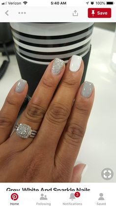 Grey, White And Sparkle Nails. Ongles gris, blancs et brillants. Winter Wedding Nails, Winter Weddings, Sns Nails Colors, Short Gel Nails, Dipped Nails, Nail Polish, Sparkle Nails, Glitter Nails, Colorful Nails