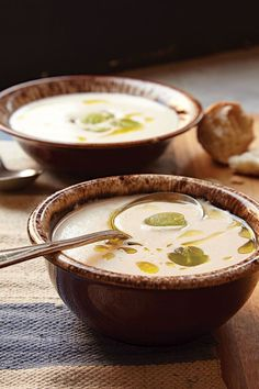 and Garlic Soup (Ajo Blanco) Recipe Pungent raw garlic shines in this no-cook soup adapted from Claudia Roden's The Food of Spain (Ecco, raw garlic shines in this no-cook soup adapted from Claudia Roden's The Food of Spain (Ecco, Garlic Recipes, Raw Food Recipes, Soup Recipes, Cooking Recipes, Easy Recipes, Chowder Recipes, Pudding Recipes, Cooking Ideas, Bread Recipes