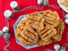 Filhoses | a travessa das bolinhas vermelhas Portuguese Recipes, Christmas And New Year, Mousse, Waffles, Deserts, Food And Drink, Sweets, Breakfast, 1