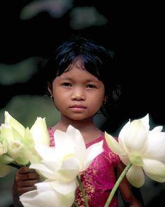 all the children of the world Flower seller - Cambodia.