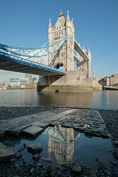 Tower Bridge - London.