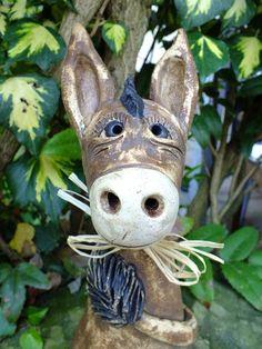 http://de.dawanda.com/product/66232771-Esel-IAAAAA-Zaunhocker-Gartenfigur-Gartenkeramik