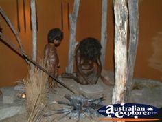 1908042218382-8-04_uralla_museum_aboriginal_setting.jpg (400×300)