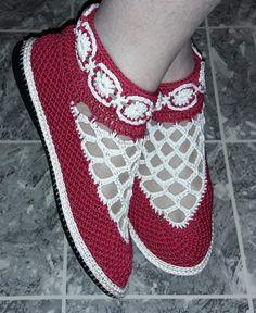 Image gallery – Page 447052700509518840 – Artofit Crochet Boots, Crochet Slippers, Crochet Clothes, Crochet Stitches Patterns, Crochet Designs, Slipper Sandals, Shoes Sandals, Satin Shoes, Shoe Pattern