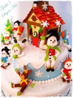 Рождественский пирог со снегом мужчин