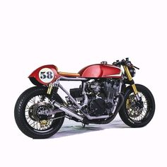 Red, clean and fun. Bobber Custom, Custom Cafe Racer, Custom Bikes, Honda 750, Moto Cafe, Cafe Bike, Retro Motorcycle, Cafe Racer Motorcycle, Cafe Racing